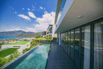 """Toàn cảnh chuỗi biệt thự biển Nha Trang Ocean Front Villas với địa thế """"dựa núi – hướng biển"""""""